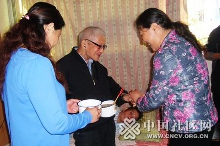 志愿者开展关爱老人活动图片