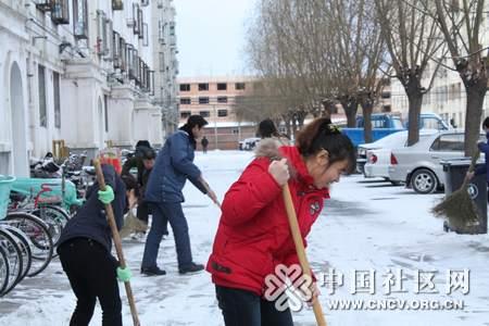 北京 积极行动扫雪除冰 确保居民安全出行图片