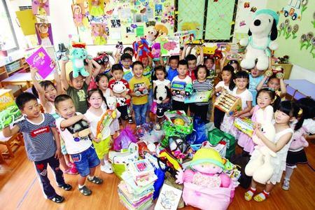 温暖的爱心│幼儿园吊饰布置图片-幼儿园