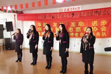 东烟台市委开展志愿者关爱老人活动图片